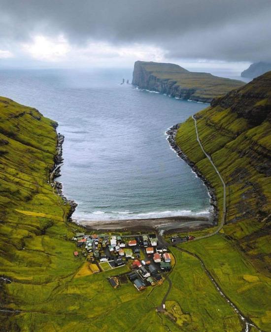 Faroe Adalarının en kuzeyinde bulunan, sadece 76 nüfuslu Tjornuvik köyü