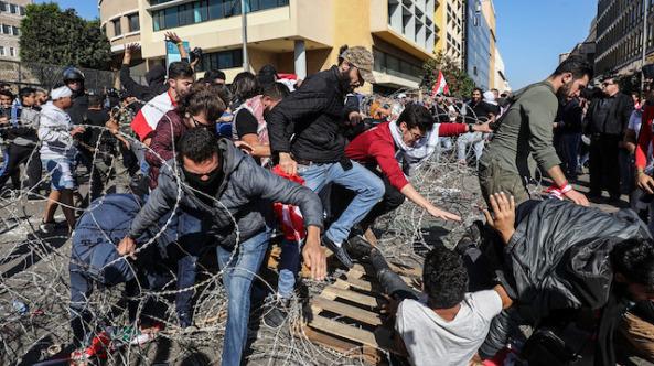 Lübnan'da göstericiler oturuma geçit vermedi