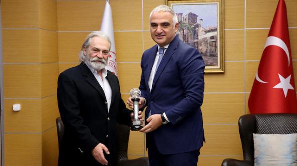 Kültür ve Turizm Bakanı Ersoy, Haluk Bilginer ile bir araya geldi