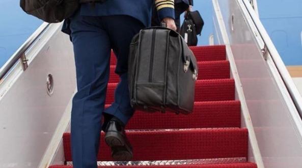 İlk kez görüntülendi: Putin'in yanından ayırmadığı çantanın gizemi çözüldü