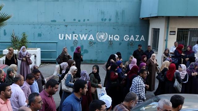 Gazzeli UNRWA çalışanları greve gitti