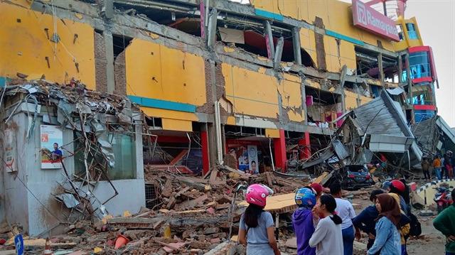 Endonezya'da deprem: 832 ölü