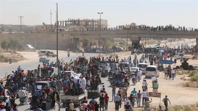 İdlib'de silahlı grupların çekilişi sürüyor