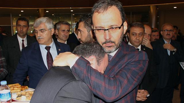 Bakan Varank gözyaşlarını tutamadı