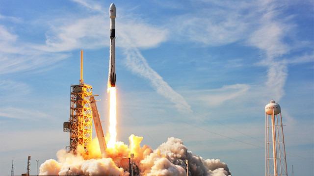 SpaceX'in Falcon 9'u yola çıktı