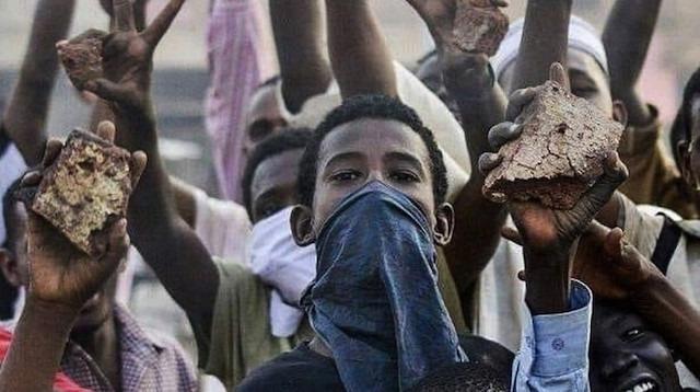Sudan'da gösteriler alevleniyor
