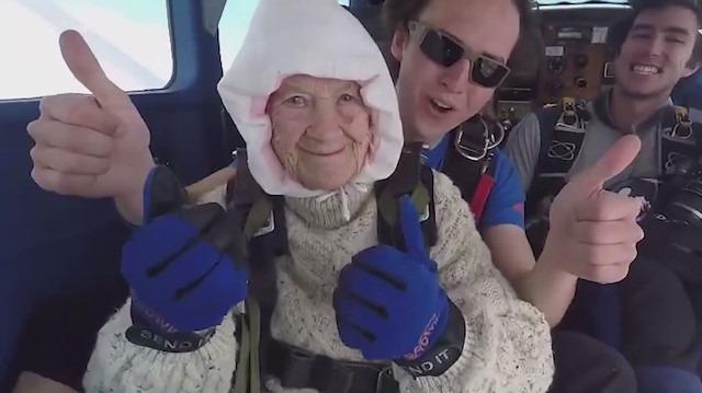 102 yaşındaki kadın tarihe geçti