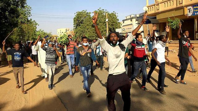 Sudan'da tutuklu sayısı 800'ü geçti