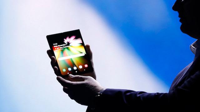 Samsung'un katlanabilir telefonu Galaxy F'de çift batarya yer alabilir