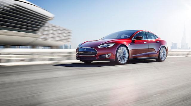 Robotik kaza: 'Tesla'nın otonom aracı robot ezdi'