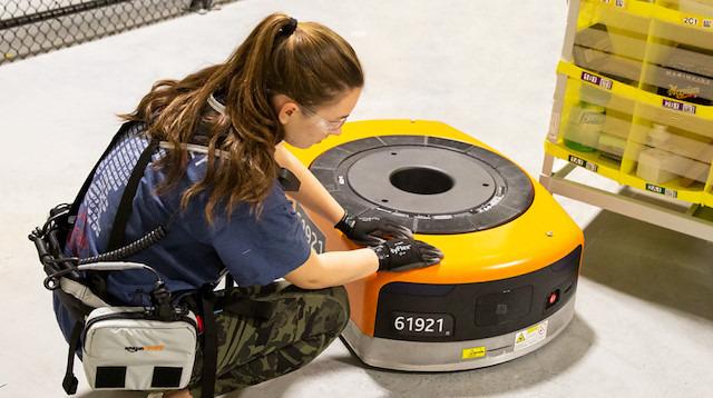 Amazon, çalışanları robotlardan korumak için akıllı yelek kullanıyor