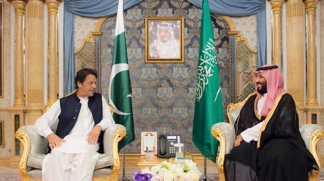 Pakistan'a üçlü kıskaç