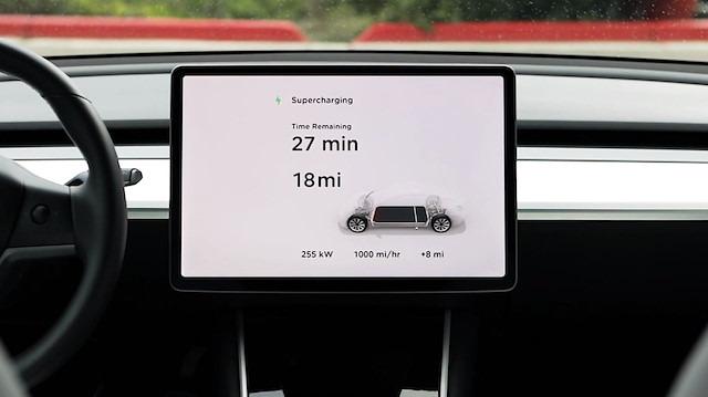 Tesla, V3 Supercharging ile şarj süresini yarıya indirmeyi vadediyor