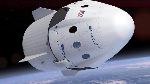 Yeni 'ticari astronot kapsülü' SpaceX Dragon dönüyor