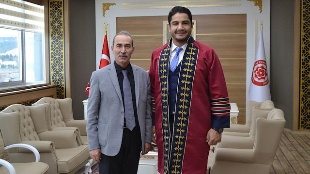 Taha Akgül yüksek lisanstan mezun oldu