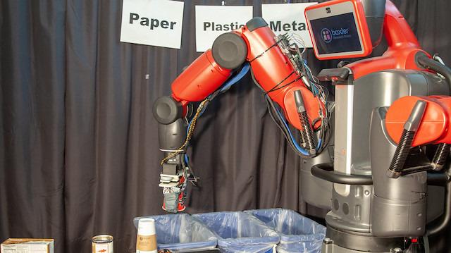 Yeni bir geri dönüşüm robotu kağıt, plastik ve metali dokunarak tanıyabiliyor