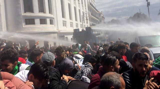 Cezayir'deki gösterilerde 108 gözaltı