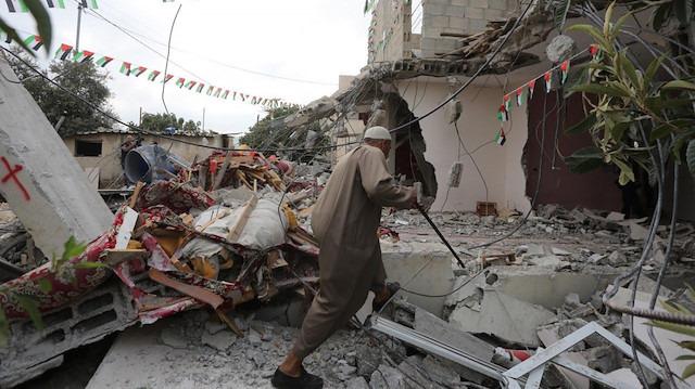 Filistinli aile evlerini yıkmaya mecbur kaldı