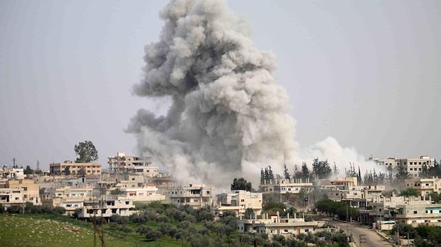 İdlib'e karadan ve havadan saldırı