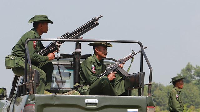 Myanmar ordusu 6 kişiyi infaz etti