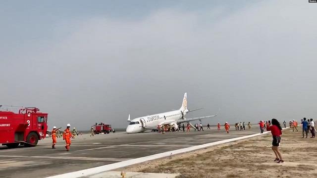 Myanmar'da yolcu uçağı ön lastikleri olmadan iniş yaptı