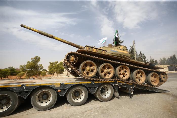 İdlib'de silahlı grupların çekilişi sürüyor.