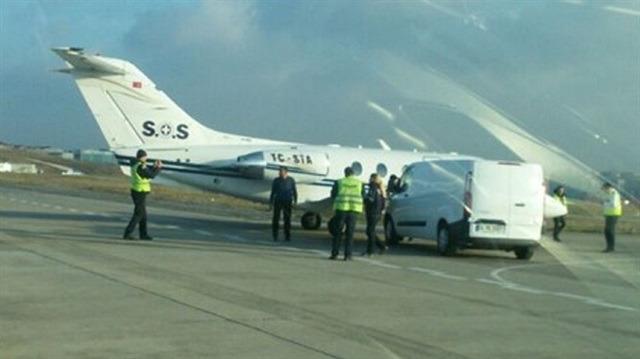 Atatürk Havalimanı'nda ilginç kaza: Uçağa minibüs çarptı