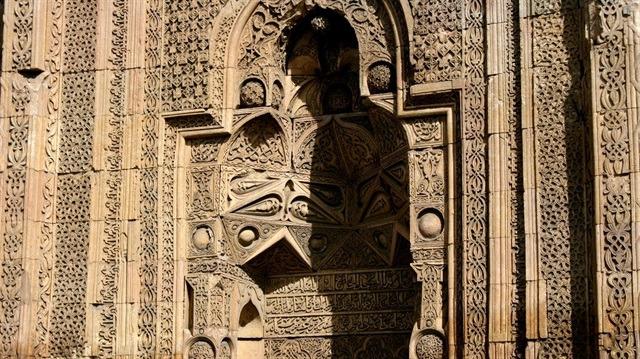 Divriği Ulu Cami'deki gölgelerin sırrı nedir?