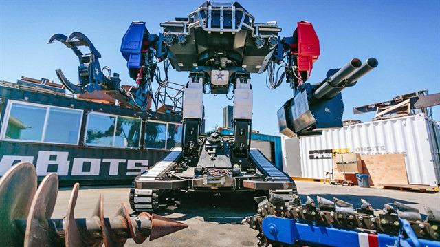 Amerika'nın bilim kurgu filmlerinden fırlamış gibi duran yeni dövüşçü robotu: Eagle Prime
