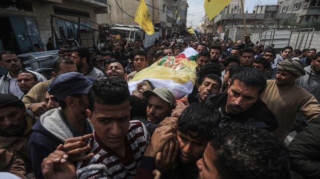 Gazze şehidini yüzlerce kişi uğurladı