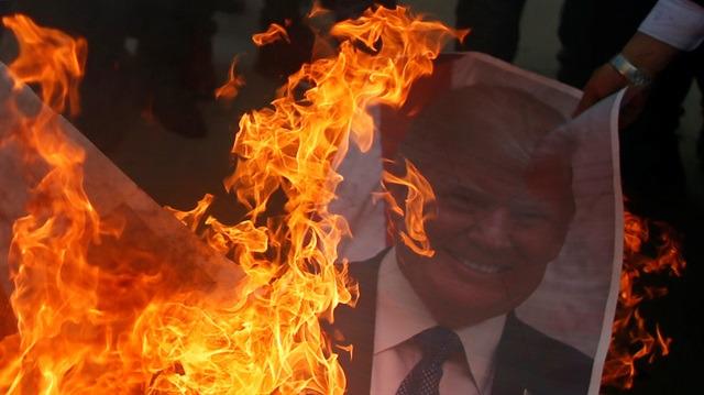 ABD, yangına körükle gidiyor