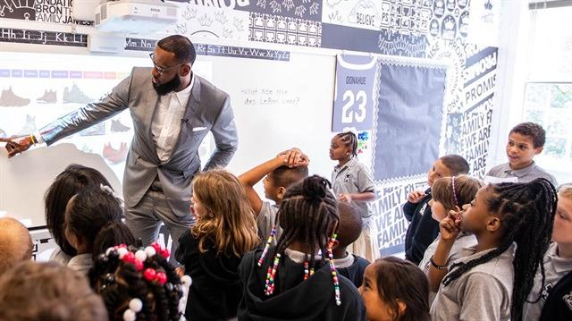 Sen nasıl bir kralsın: LeBron James'ten 'ağlatan' proje