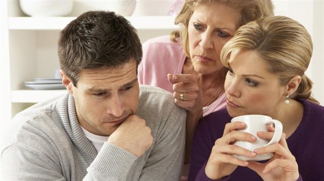 Müdahaleci aile: Mutlu evliliğin en büyük engeli