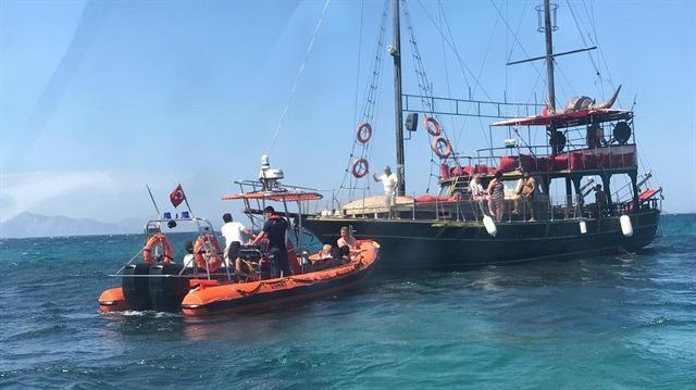Bodrum'da 39 turistle hareket eden tur teknesi karaya oturdu