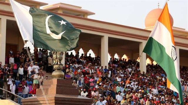 Pakistan'la Hindistan arasında pul krizi