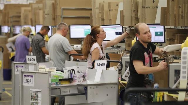 Amazon, çalışanların saatlik asgari ücretini 15 dolara çıkardı
