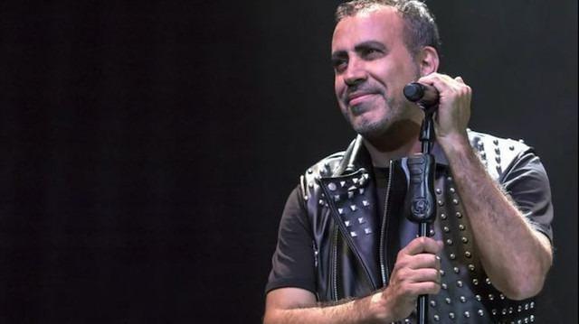 Haluk Levent, hayranını babasından izin alarak konserine götürdü