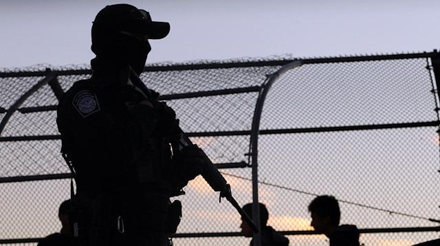 ABD, Meksika sınırına 5 bin 200 asker gönderiyor