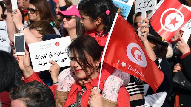 Tunus'ta mirasla ilgili kanun onaylandı