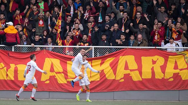 Galatasaray'da gençlere tam not