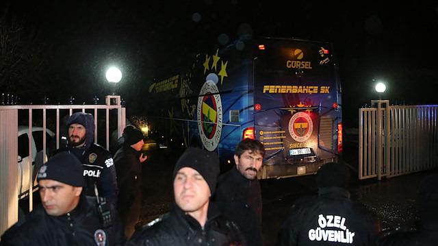 Fenerbahçe'ye Samandıra'da tepkili karşılama