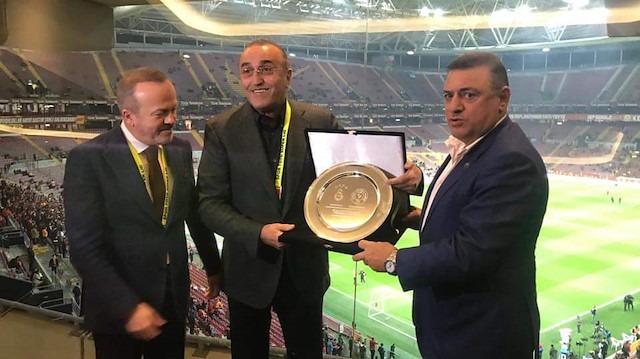 Galatasaray'dan Rizespor'a plaket yanıtı