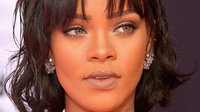 Rihanna'dan babasına isim davası