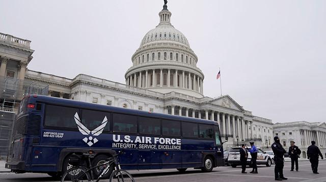 Trump'tan engel: Temsilciler Meclisi Başkanı Pelosi'nin seyahatleri ertelendi