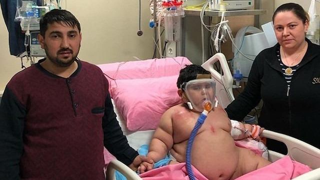 Yağız bebek ilaç kullanmasına rağmen 55 kiloya çıktı