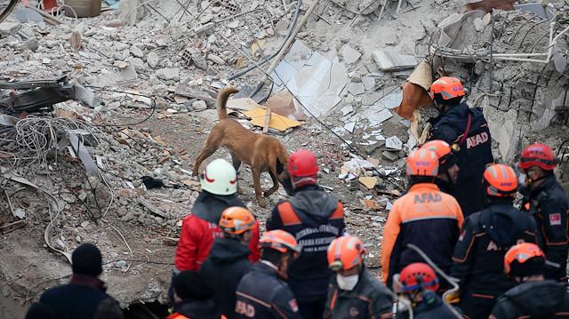 İçişleri Bakanı Soylu: Çöken bina enkazında bir kişiyle temas kuruldu