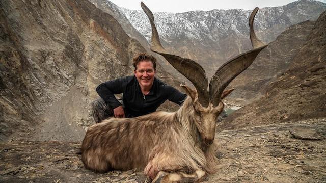 Öfke büyüyor: 110 bin dolara aldığı izinle nadir görülen dağ keçisini öldürdü