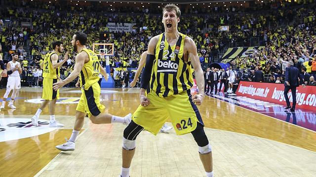 Vesely 3 yıl daha Fenerbahçe'de