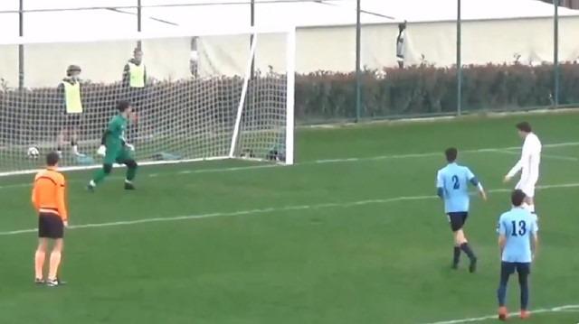 Altınordulu genç futbolcu penaltıyı bilerek auta attı