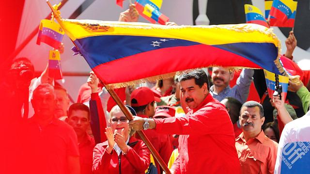 Maduro kullandığı araçla Caracas'ı gezip ABD'lilere mesaj verdi